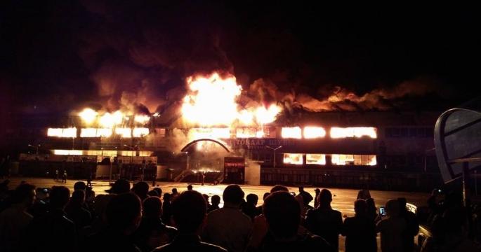 Крупный пожар произошел в торговом центре
