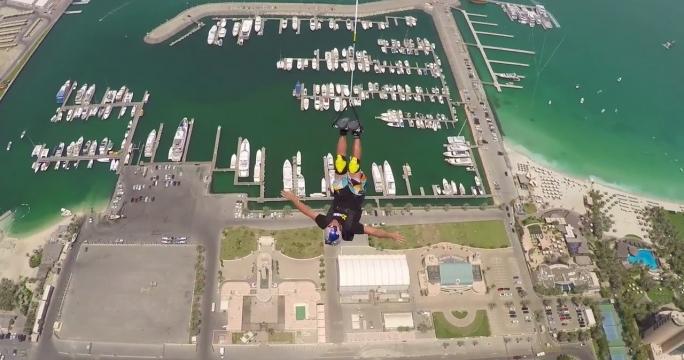 Экстремалы совершили прыжок с самого высокого жилого здания в мире