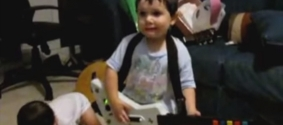 Маленький рок-гитарист бьет рекорды просмотров