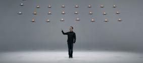 Танец 24 беспилотников в воздухе сняли на видео