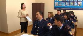 Полицейские Алматы изучают английский в преддверии Универсиады
