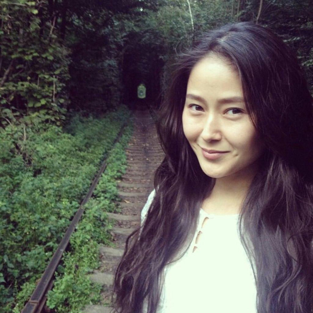 Казахстанские певицы и актрисы без макияжа