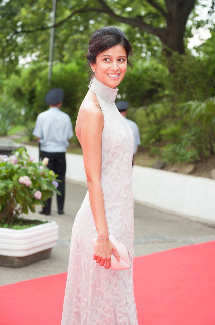 фото равшаны курковой в белом платье это вредная секта
