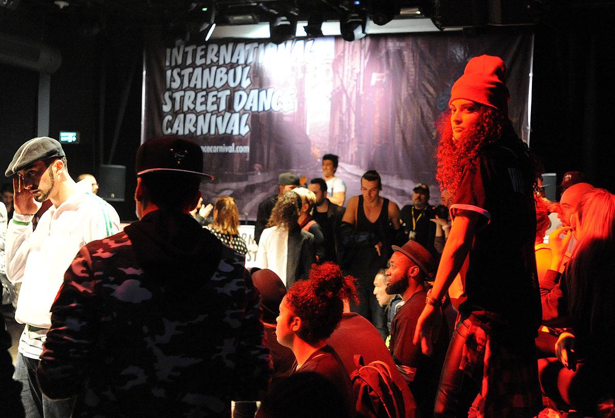 Турчанка танцует стриптиз 6 фотография