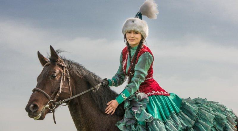 Девушка на лошади. В Китае пришли в восторг от работ казахстанского  фотографа | Tengrinews.kz