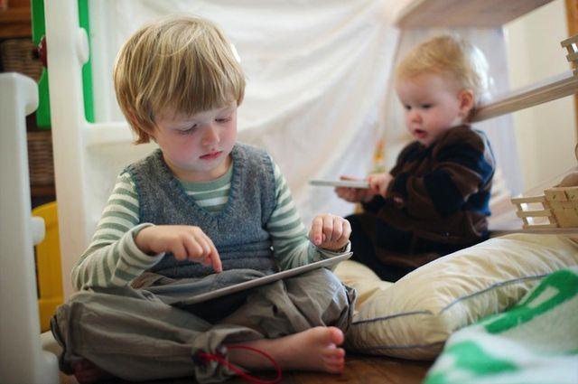 Картинки по запросу дети iphone