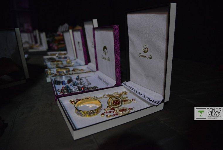 Красавицы столицы демонстрировали национальные украшения. Фото Турар Казангапов ©