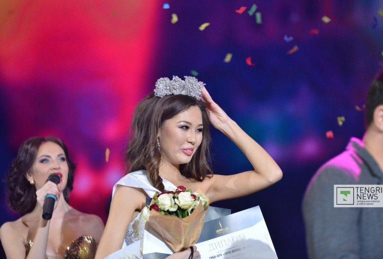 Камила признается, что до последних секунд не могла поверить, что именно ее имя объявляют члены жюри. Фото Турар Казангапов ©