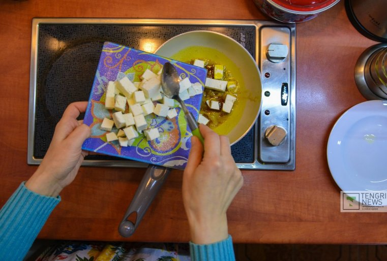 Продукты для обедов она приобретает на рынке, где, по ее словам, есть все необходимое.