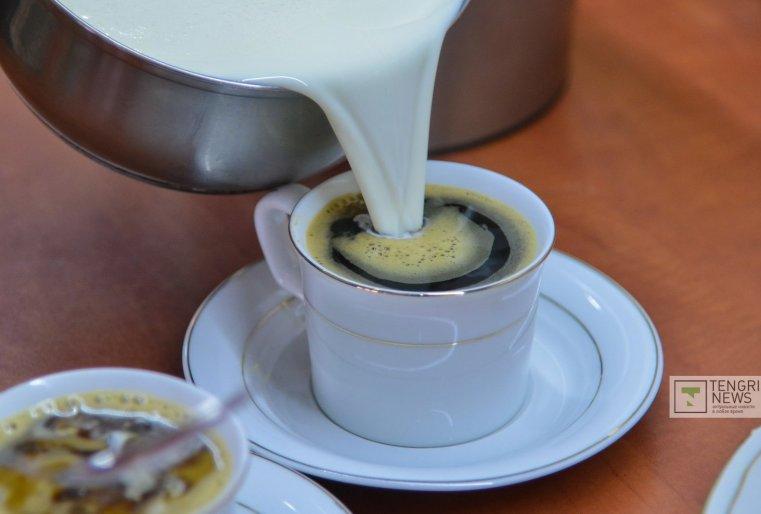 Напоследок нас угостили еще чашкой цикория с молоком. По всей видимости, это был такой бонус. Фото Турар Казангапов©