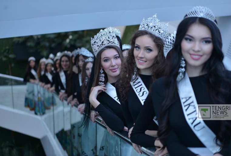 С 2014 года члены жюри определяют тройку самых красивых девушек Казахстана.