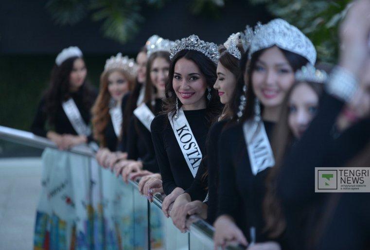 А уже в гранд-финале первую красавицу определят зрители с помощью онлайн и sms-голосования.