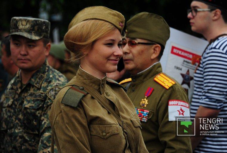 И День Победы - это все-таки праздник, хотя для многих грустный и со слезами на глазах.