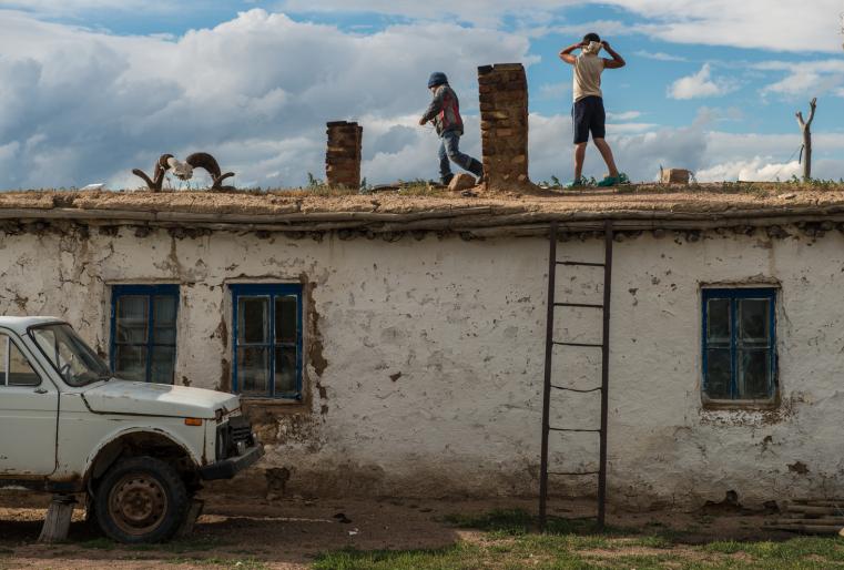 Переезд сельского населения в города - общемировая тенденция. Казахстан - не исключение. На фоне этих процессов с каждым годом жизнь в степях становится редким явлением.