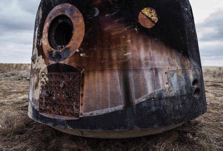 Эндрю показывая свои работы, показал на этом снимке, как на капсуле образовались каким то образом формы луны, солнце и всего пространства космоса. Фото из личного аккаунта в Instagram @andrewmcconnellphoto