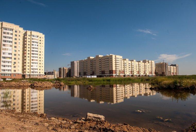 """Тем временем жители этих домов, чтобы искоренить стереотип о Талдыколе, придумывают позитивные названия многочисленным безымянным жилым комплексам, которые появляются здесь, как грибы после дождя. Одно из них - """"Чистые пруды"""". Правда, пока это лишь предложение"""