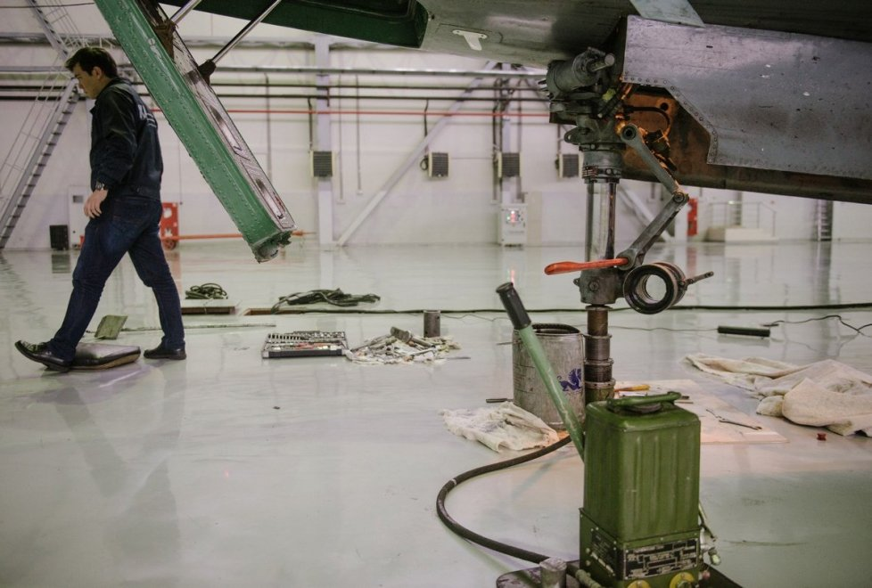 """<p>""""НАТОвцы там на своих боеприпасы возят, а Ан-12 - водичку, медикаменты, туалетную бумагу..."""" - говорит Юрий Богдан.</p>"""
