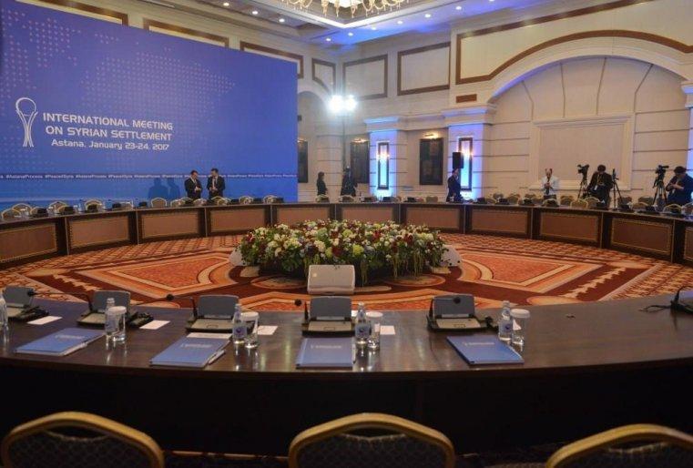 <p>Причем до самой последней минуты не было ясно, сядут ли представители сирийской оппозиции с остальными переговорщиками за один стол.</p>