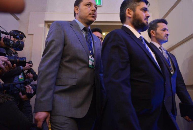 """<p>Услышать требования этих людей на самом заседании журналистам не удалось, трансляцию прервали, как только делегации приступили к делу. Но уже вечером Мохаммед Аллуш успел сказать представителям СМИ хорошую новость. """"Мы пришли подтвердить прекращение огня и прекратить кровопролитие сирийцев"""", - <a href=""""/kazakhstan_news/predstavitel-siriyskoy-oppozitsii-prokommentiroval-hod-310639/"""" target=""""_blank"""">заявил он</a> в ходе перерыва переговоров.</p>"""
