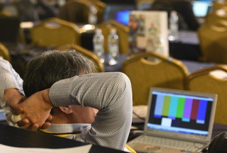 """<p>К моменту написания этого репортажа на часах уже было далеко за 7 часов вечера. Журналисты все ждали окончания переговоров. На фоне этого ожидания у некоторых из них <a href=""""/kazakhstan_news/potasovka-jurnalistami-inostrannyih-smi-proizoshla-vstreche-310673/"""" target=""""_blank"""">сдавали нервы</a>.</p>"""