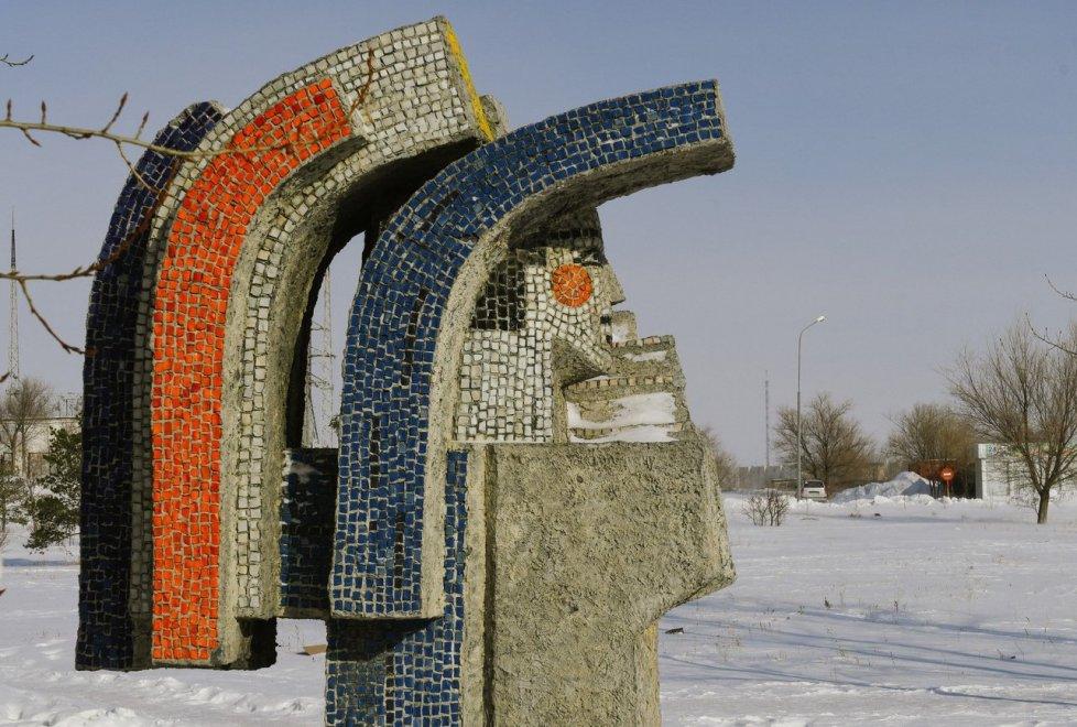 <p>Как и в других городах Казахстана, здесь до сих пор можно увидеть напоминания из советского прошлого.</p>