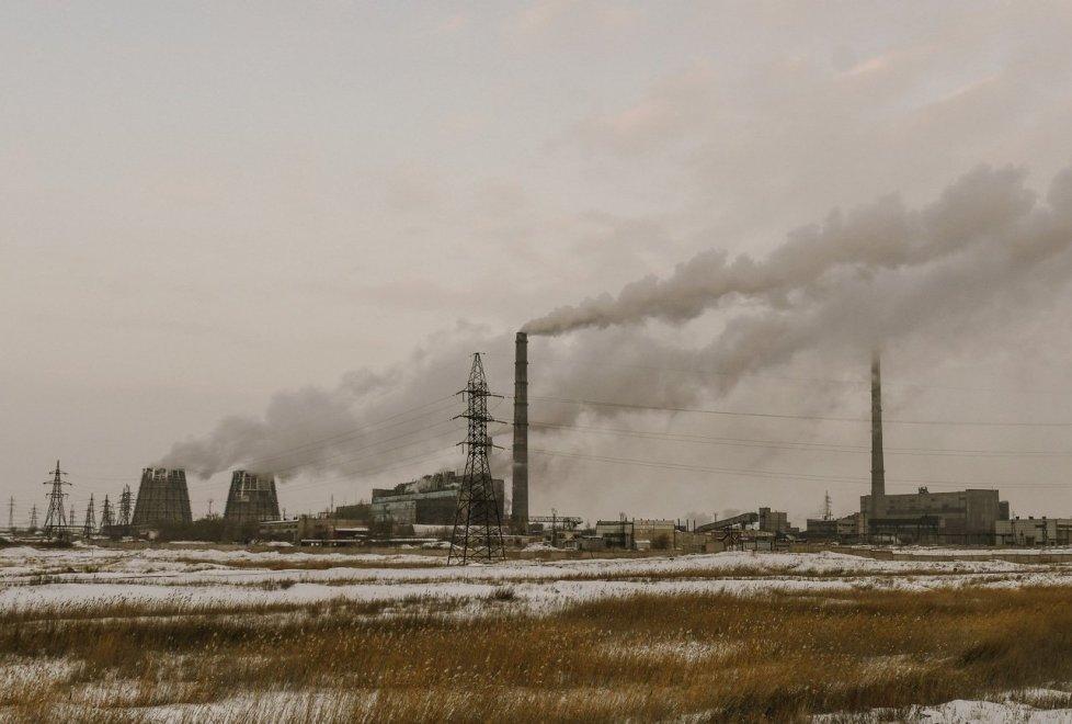 """<p>Здесь расположены Степногорский горно-химический комбинат, предприятие """"Казахалтын"""", Степногорский подшипниковый завод и другие.</p>"""