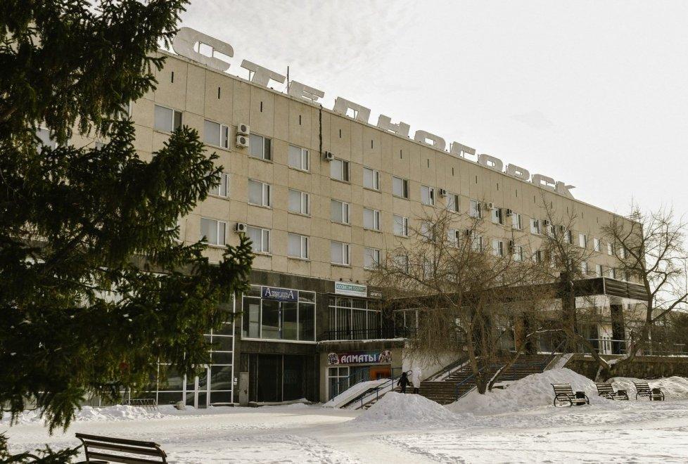 """Кстати, о ценах. Остановились мы в гостинице """"Степногорск"""". Стандартный двухместный номер в ней стоит 7 000 тенге в сутки."""