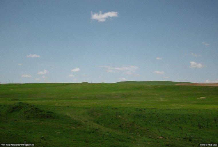 Такие живописные пейзажи можно увидеть по пути из Шымкента в сторону границы с Узбекистаном.