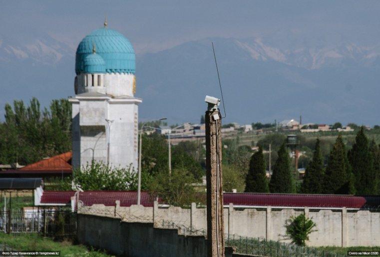 Видеонаблюдение в поселке на казахстанско-узбекской границе.