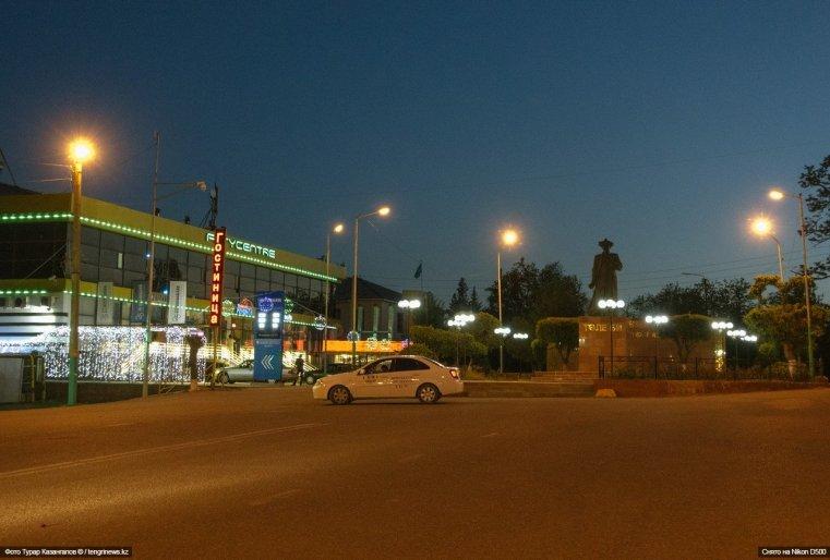 А вот так этот город выглядит вечером.