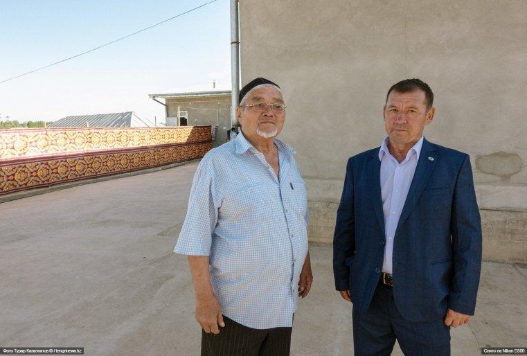 """""""Здесь никто не делится на узбека или казаха, все вместе живут. Мы всегда помогаем соседям в беде и в радости, всегда рядом"""", - говорят местные жители."""
