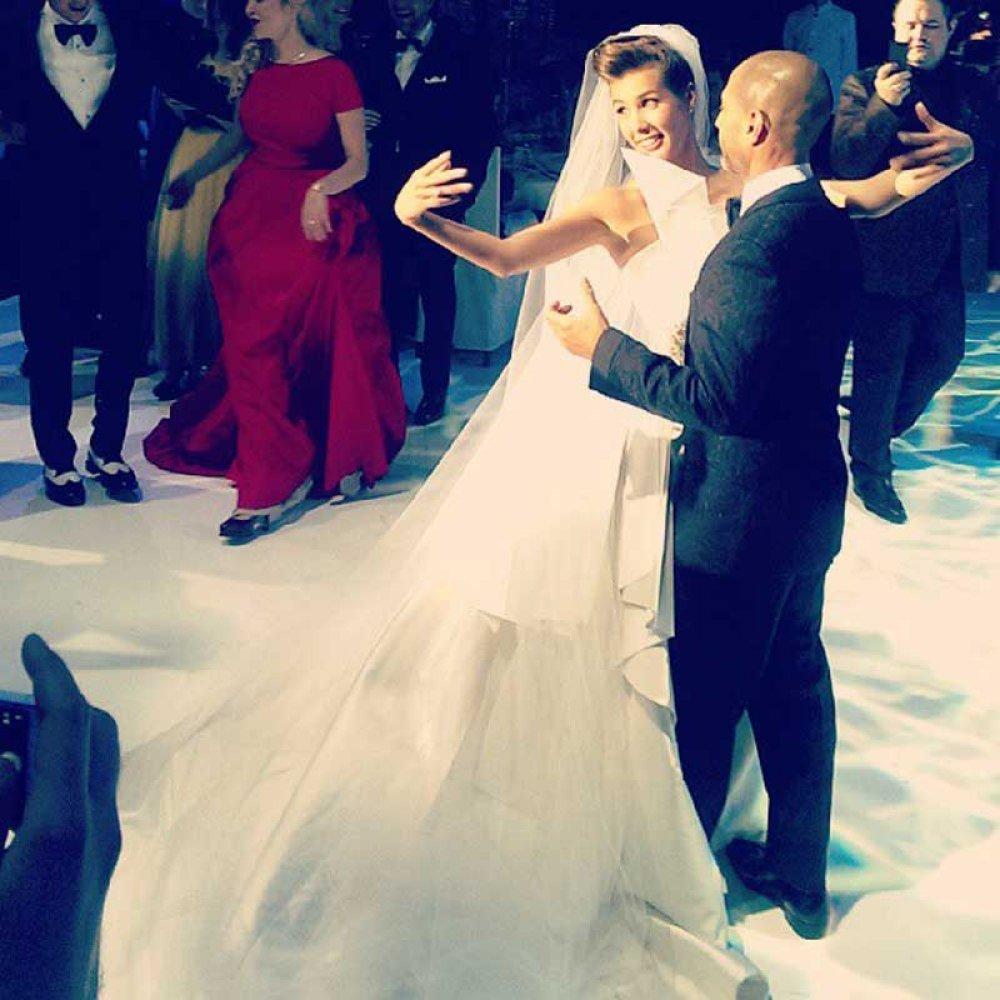 В сети появилось первое фото со свадьбы Сати Казановой вИталии картинки