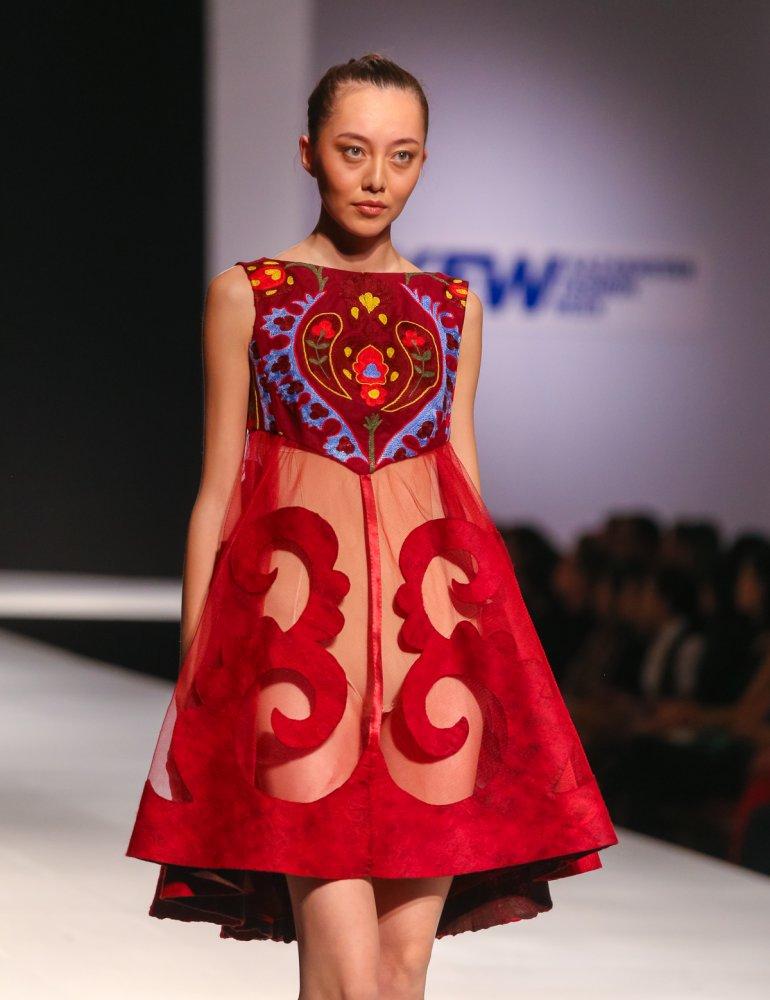 Платья казахстанских модельеров