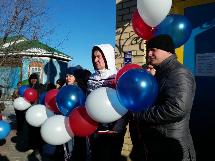Сегодня жители Костаная собрались около местной православной церкви, чтобы почтить память жертв авиакатастрофы
