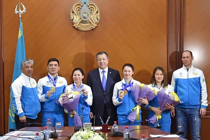 Казахстанские хоккеисты сбольшим счетом обыграли чехов наУниверсиаде