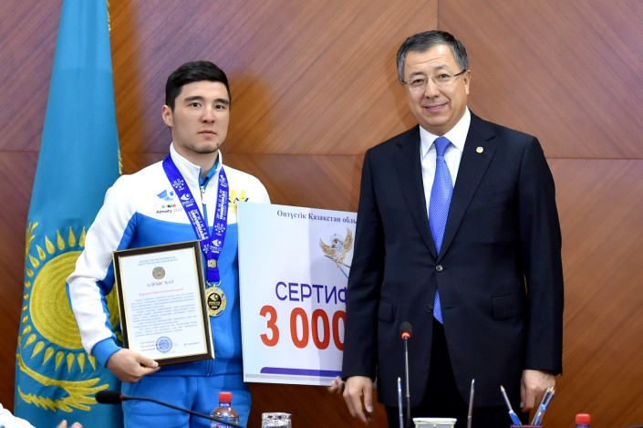 Сборная Казахстана похоккею разгромила Чехию наУниверсиаде