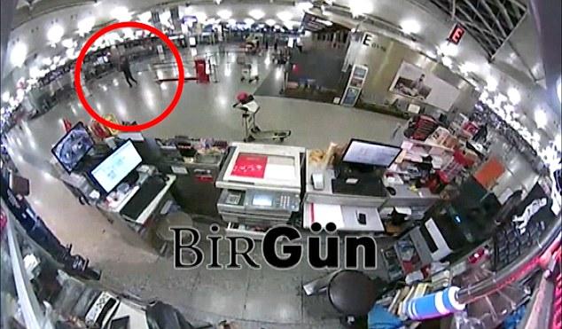Люди в черном: В Сети появились новые видео теракта в Стамбуле