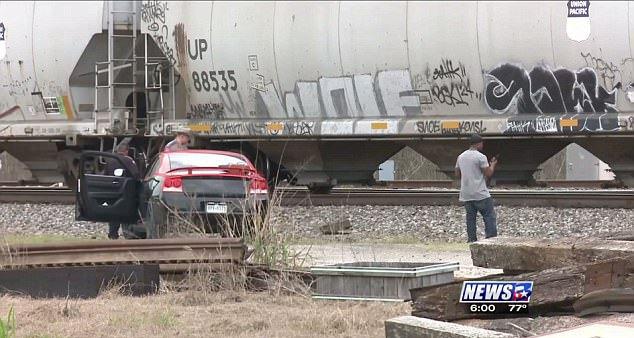 Беременную модель насмерть сбил поезд