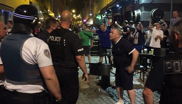 """Английские фанаты с криками """"Где ты, ИГИЛ?"""" устроили беспорядки в Марселе"""