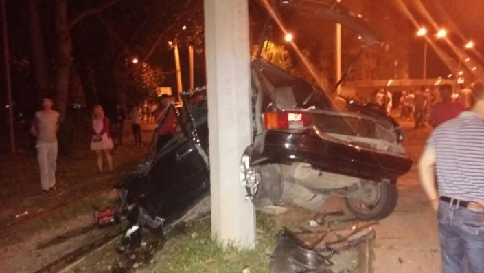 Ночное ДТП в Алматы: Авто превратилось в груду металла, пятеро в больнице