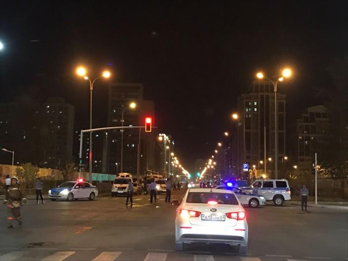 В Астане перекрыты несколько улиц: На месте бойцы ОМОНа и толпы людей