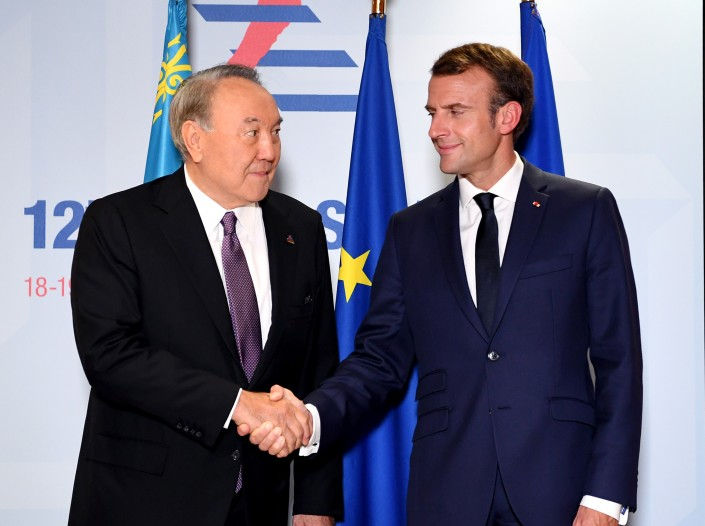 Назарбаев и Макрон впервые встретились и поговорили