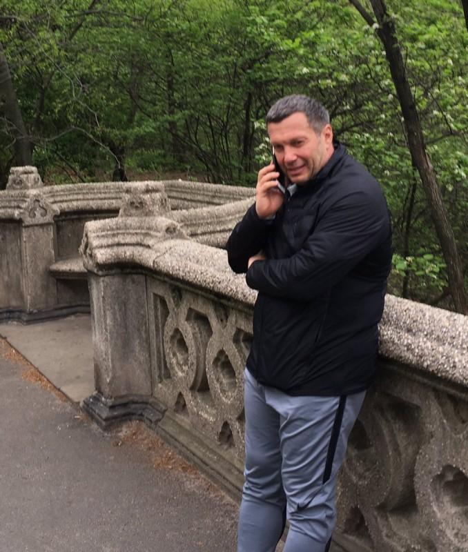 Это часть профессии: телевизионный ведущий  Соловьев поведал , что делает вНью-Йорке