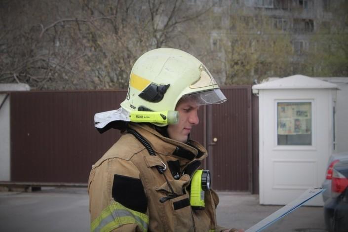 При тушении пожара наскладе в российской столице пропали 8 пожарных