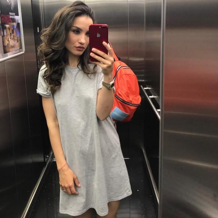 Известная певица упала в обморок в аэропорту Костаная