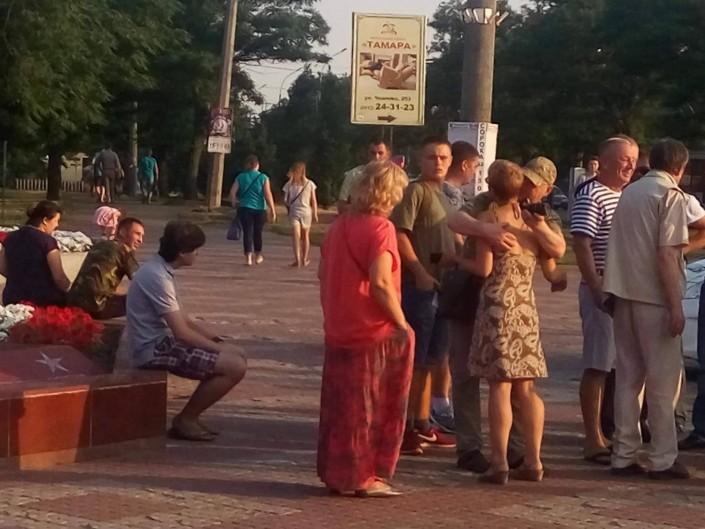 Надежду Савченко забросали яйцами и обматерили