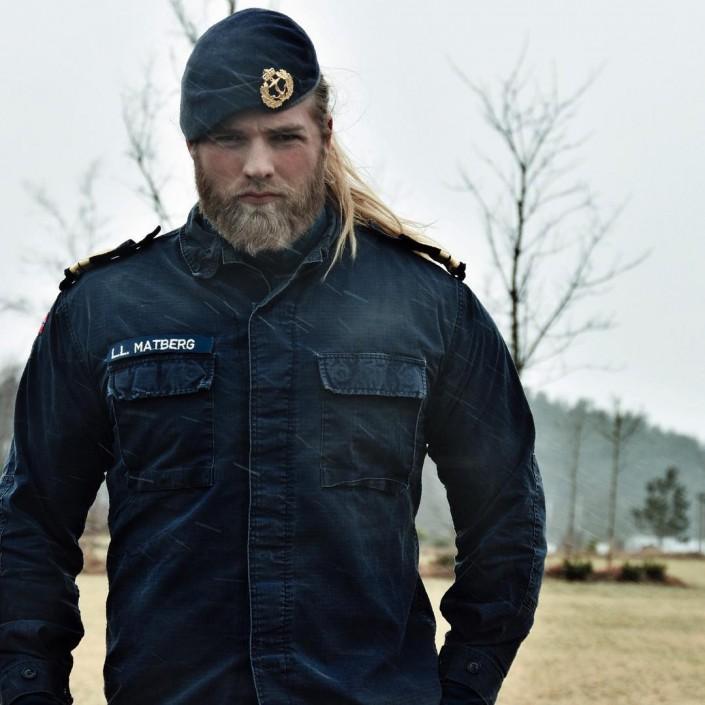 Сексуальный офицер мужчина