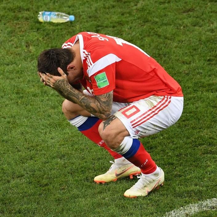 Нападающего сборной России затравили в соцсетях из-за нереализованного пенальти