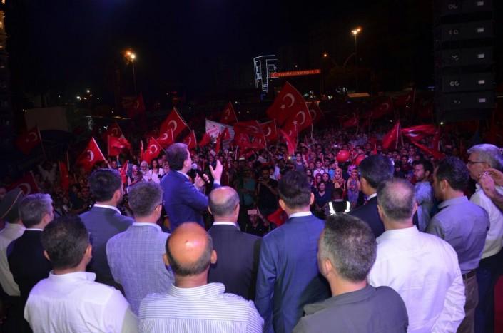 Турецкие силы окружили базу НАТО на фоне слухов о новой попытке переворота