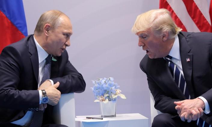 Появилось видео первого рукопожатия Путина и Трампа